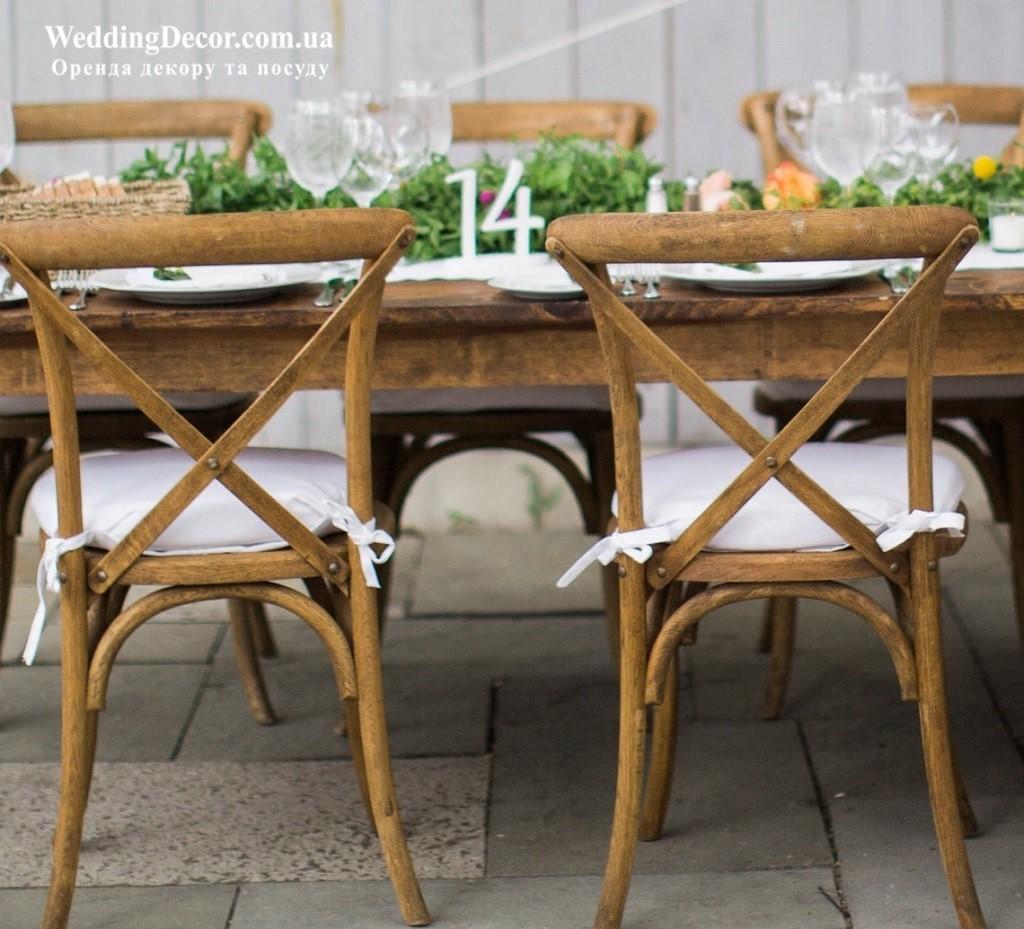 Білі номерки на столи гостей з дерева